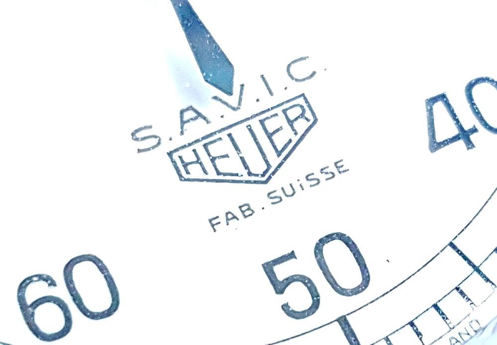 Chronomètre HEUER S.A.V.I.C ref. 918 dec --- détail du cadran --- ikonicstopwatch.com --- web version