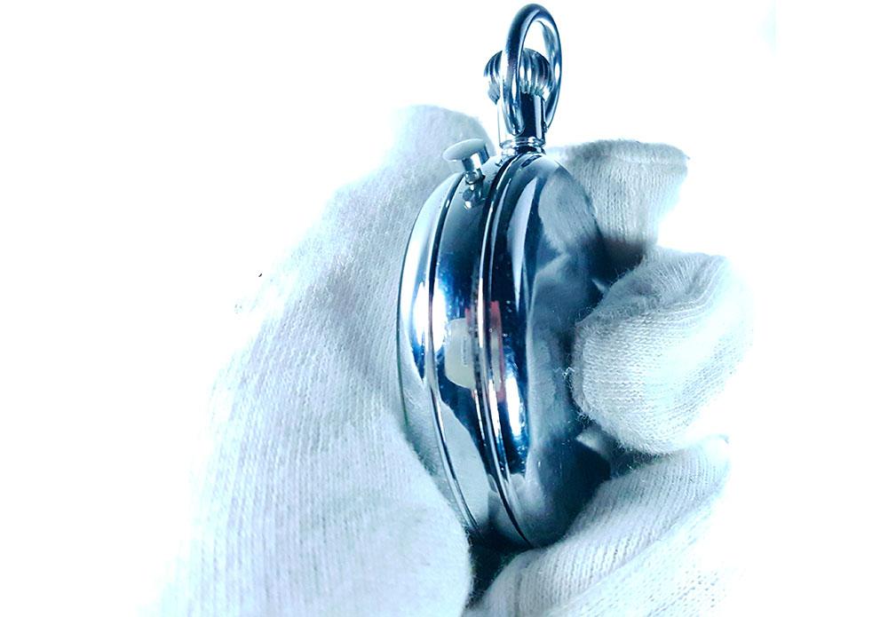 Chronomètre HEUER S.A.V.I.C ref. 918 dec --- gros plan latéral --- ikonicstopwatch.com --- web version