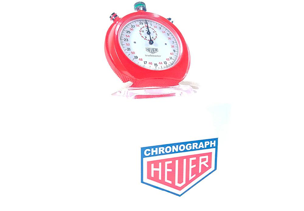 Chronomètre HEUER ref. 8042 - trackmaster --- plan général de trois/quart --- ikonicstopwatch.com --- web version