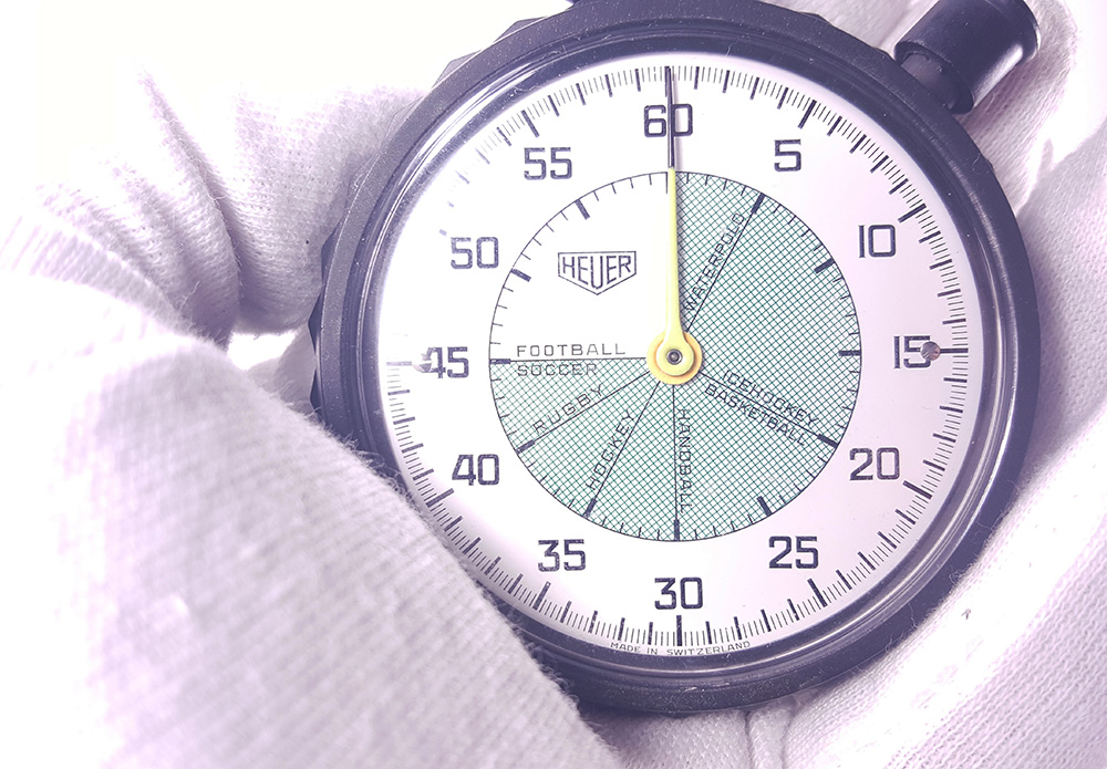 Stopwatch HEUER ref. 502.907 (allsports) --- close up on the dial --- ikonicstopwatch.com --- web version