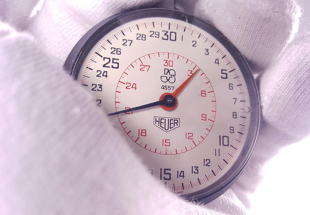 Stopwatch HEUER ref. 503.202 - JS version --- lateral close-up --- ikonicstopwatch.com --- web version