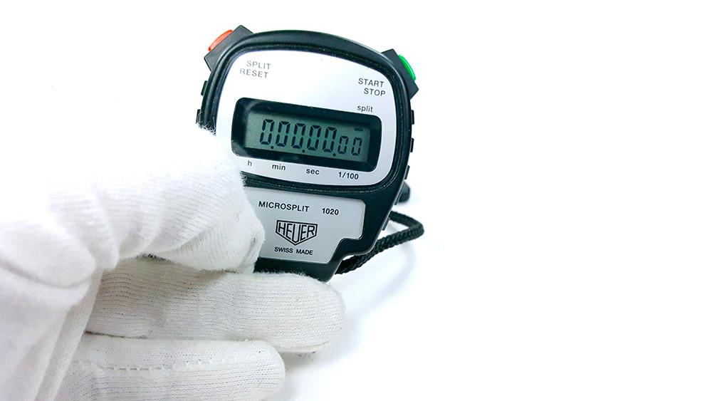 Stopwatch HEUER-LEONIDAS ref. 1020 - microsplit --- close shot hand held 2 --- ikonicstopwatch.com --- web version