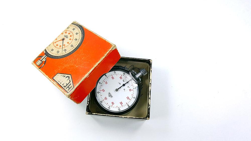 Stopwatch HEUER-LEONIDAS ref. 401.204 --- box opened--- ikonicstopwatch.com--- web version