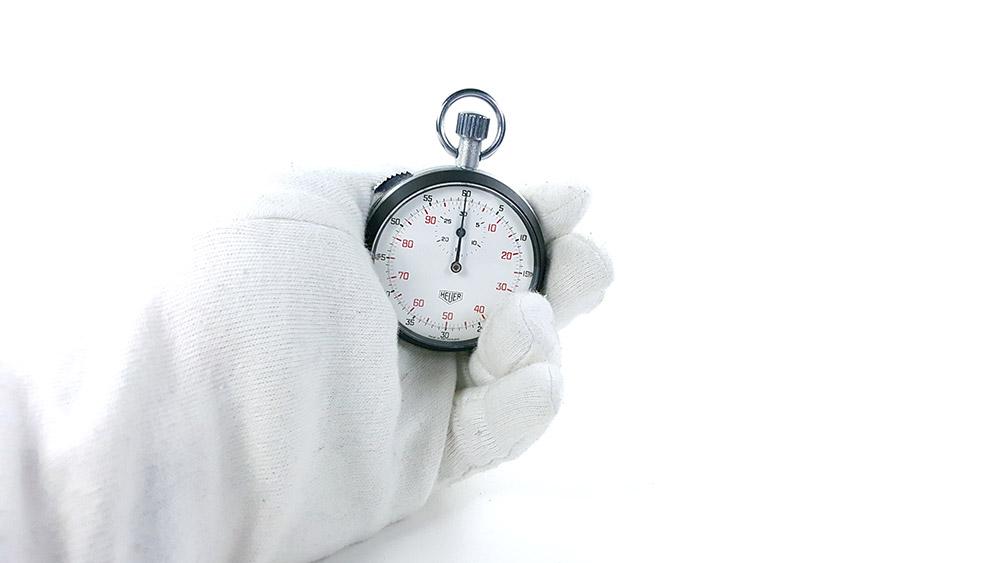 Stopwatch HEUER-LEONIDAS ref. 401.204 --- hand held--- ikonicstopwatch.com--- web version