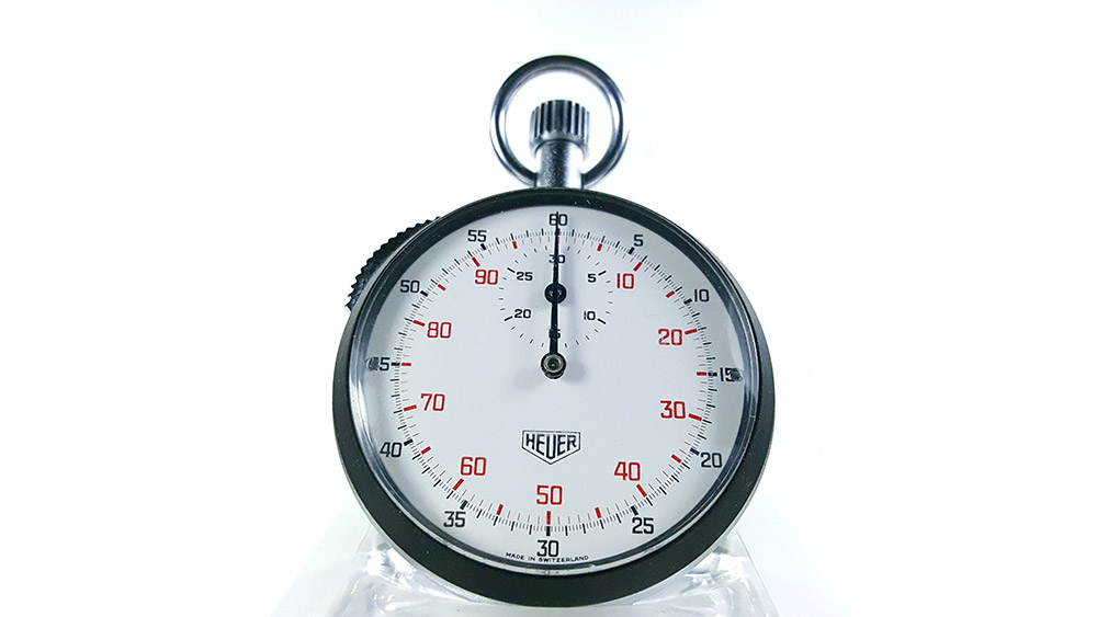 Stopwatch HEUER-LEONIDAS ref. 401.204 --- close shot--- ikonicstopwatch.com--- web version