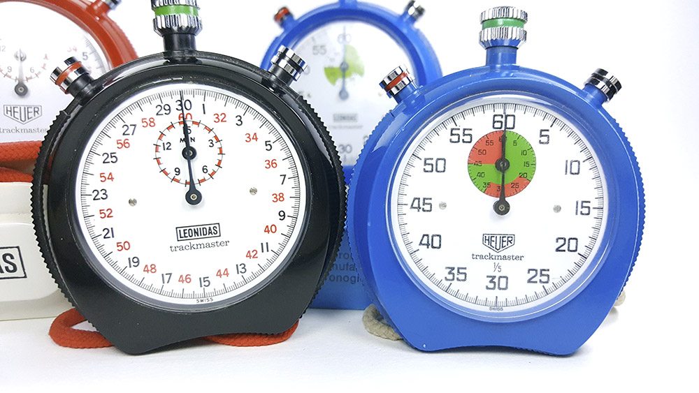 stopwatches HEUER-LEONIDAS trackmaster 8042-8047--- close up --- ikonicstopwatch.com