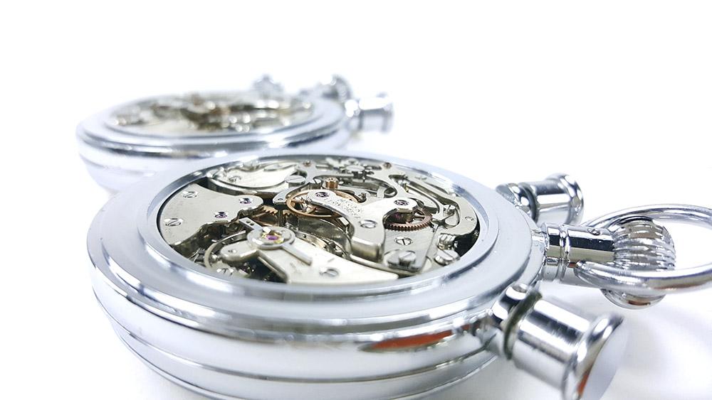 Stopwatch HEUER-LEONIDAS ref. 572 --- close up of caliber Valjoux 57 --- ikonicstopwatch.com