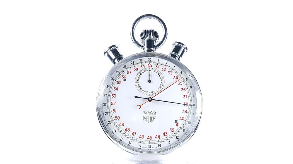 Stopwatch HEUER-LEONIDAS ref. 572 --- close-up shot --- ikonicstopwatch.com