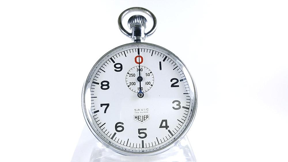 Stopwatch HEUER ref. 906 Vis/300 sec.(S.A.V.I.C version) --- close-up shot --- ikonicstopwatch.com