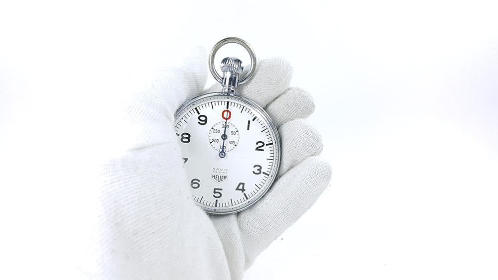 Stopwatch HEUER ref. 906 Vis/300 sec.(S.A.V.I.C version) --- close shot hand held --- ikonicstopwatch.com