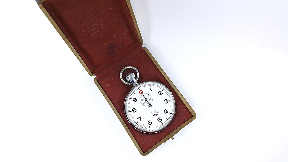 3-chronometre-HEUER-ref-906-Vis-300-sec-S-A-V-I-C-version-open-box