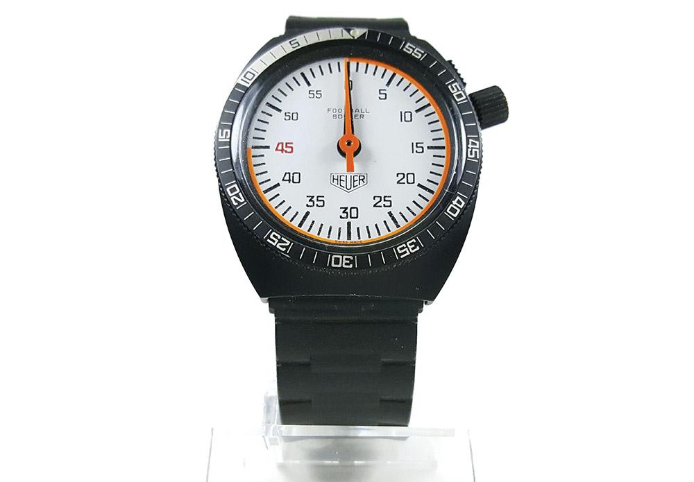 Chronomètre HEUER ref. 203.507 (soccer) --- plan rapproché (couverture) --- ikonicstopwatch.com