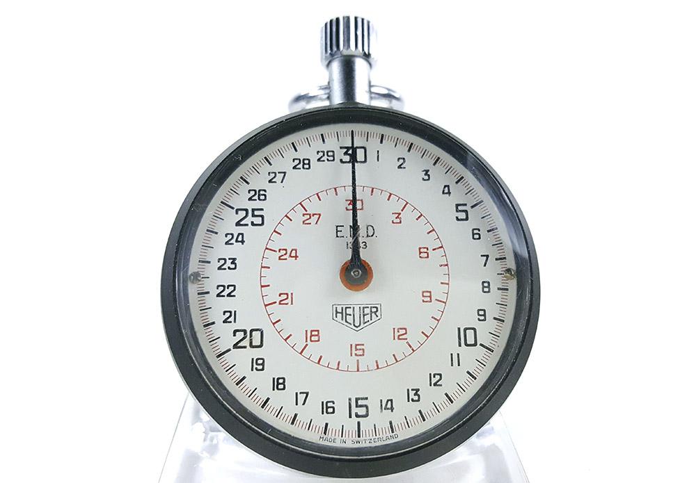 Chronomètre HEUER ref. 503.202 (EMD version) --- plan rapproché (couverture)--- ikonicstopwatch.com