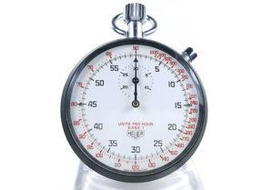 Chronomètre HEUER tachymeter ref. 408.417 --- plan rapproché (couverture) --- ikonicstopwatch.com
