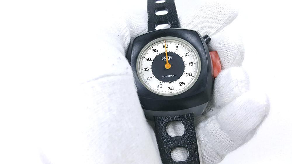 Stopwatch HEUER supersport ref. 775.901 --- close shot hand held --- ikonicstopwatch.com