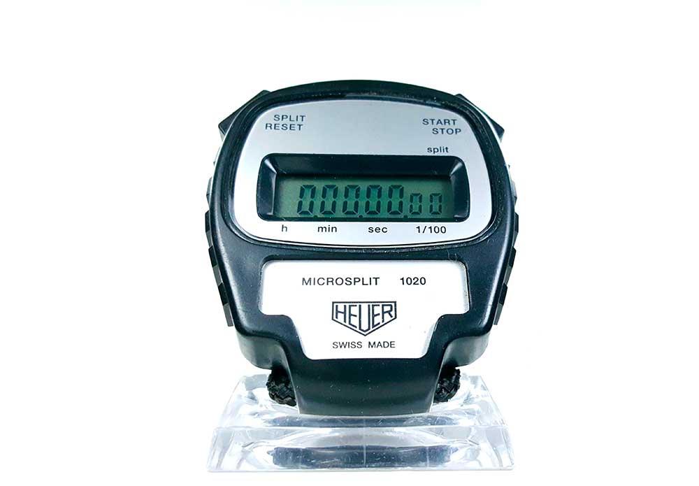 Chronométre HEUER microsplit 1020 gros plan face couverture --- ikonicstopwatch.com