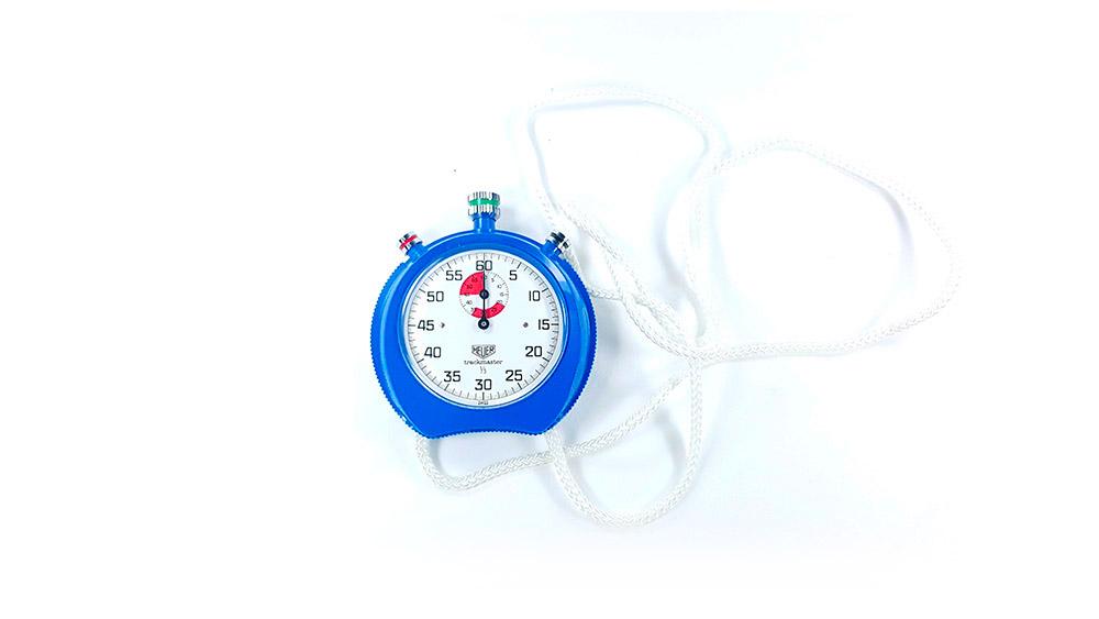 Chronomètre HEUER-Leonidas 8047 (trackmaster) --- plan général de haut --- ikonicstopwatch.com