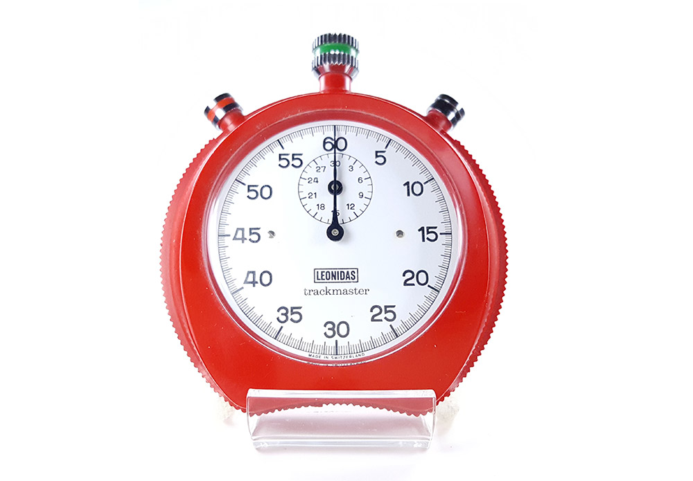 Chronomètre Leonidas trackmaster 8041 --- plan rapproché (couverture) --- ikonicstopwatch.com