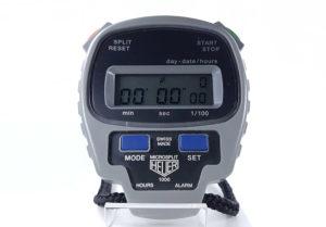 Chronomètre vintage HEUER-Leonidas microsplit ref. 1000 --- plan rapproché (couverture) --- ikonicstopwatch.com
