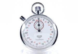Chronomètre vintage HEUER-Leonidas microsplit ref. 593 trackmate --- plan rapproché (couverture) --- ikonicstopwatch.com