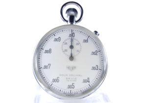 Chronomètre vintage HEUER S.A.V.I.C ref. 924 heure décimale avec fonction flyback --- plan rapproché (couverture) --- ikonicstopwatch.com