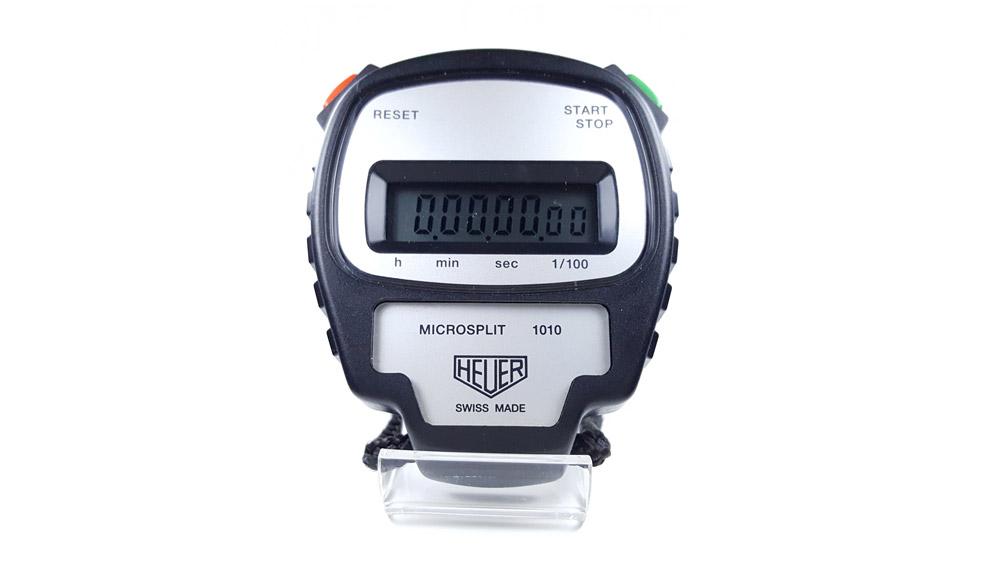 Chronomètre vintage HEUER ref. 1010 microsplit --- plan rapproché --- ikonicstopwatch.com