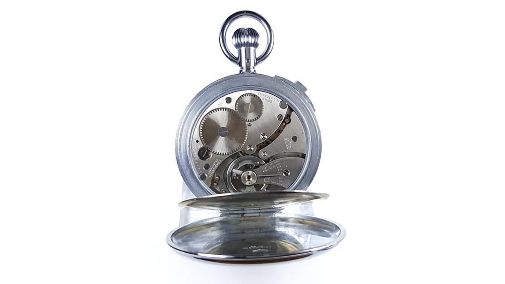 Chronomètre vintage HEUER ref. 907 (version S.A.V.I.C) --- calibre --- ikonicstopwatch.com