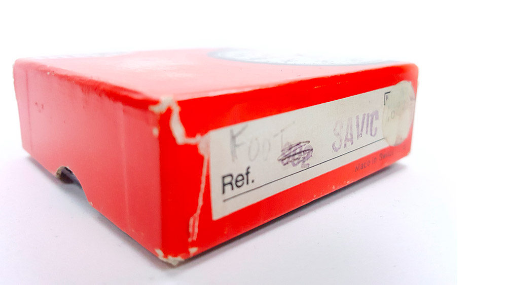 Vintage HEUER stopwatch ref. 907 (version S.A.V.I.C) --- box detail --- ikonicstopwatch.com