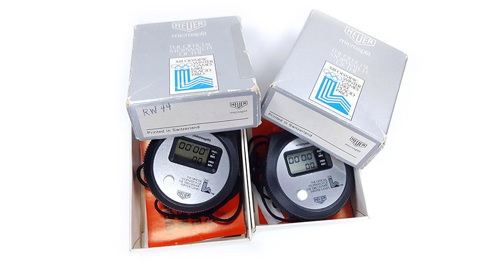 Chronomètre vintage HEUER ref. 230 microsplit (version jeux olympiques lake placid) --- deux boites ouvertes --- ikonicstopwatch.com
