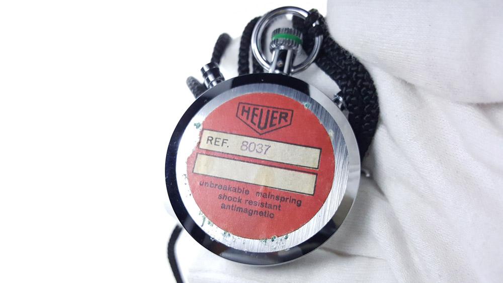 Chronomètre vintage HEUER ref. 8037 trackmaster (édition pour marché japonais) --- dos du boitier --- ikonicstopwatch.com