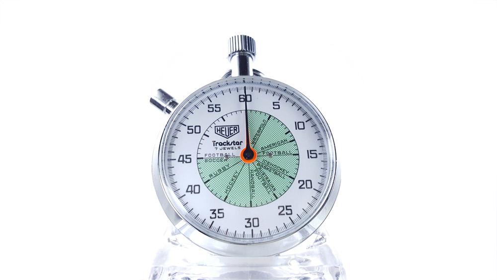 Chronomètre vintage HEUER ref. 653.302 trackstar (allsports) --- plan rapproché --- ikonicstopwatch.com